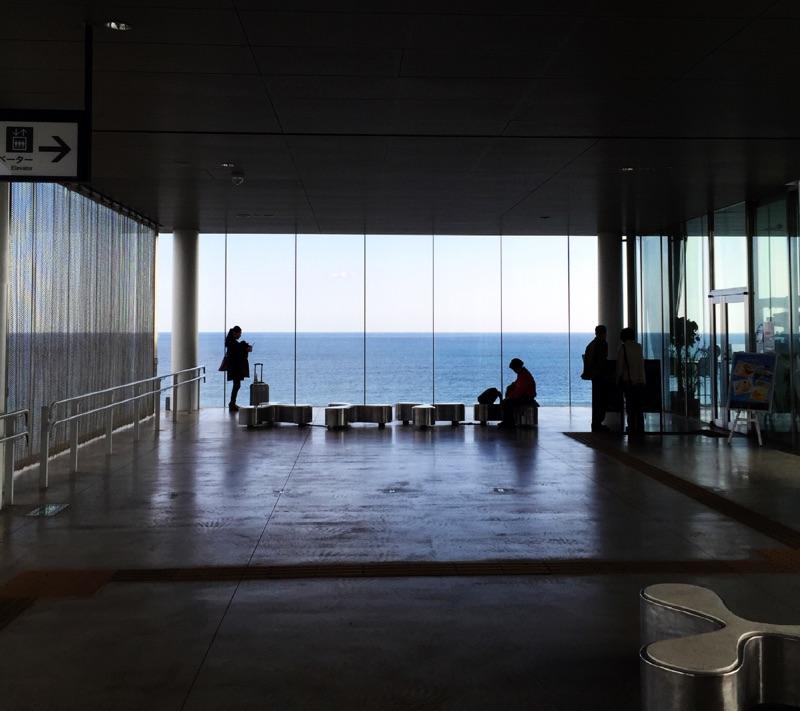 日立駅がすごいんだよっ!!宙に浮いてるみたいなんだよっ!!